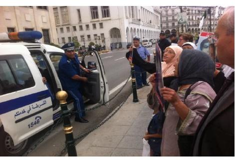 Collectif des Familles de disparus en Algérie — Violences policières et arrestations massives